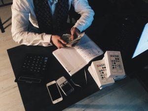 Ilustrasi mempelajari perencanaan keuangan secara pribadi